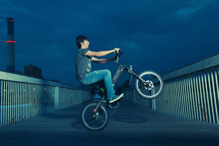 נסיעה בלילה על אופניים חשמליים קולט של חברת גרין בייק
