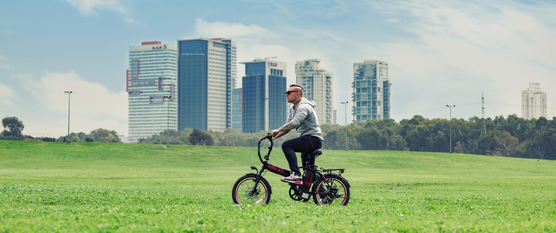 צילומי חוץ רקע של אופניים חשמליים TORO